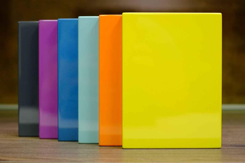 ورق های گلاس با ترکیب رنگی متنوع نارنجی و آبی و بنفش
