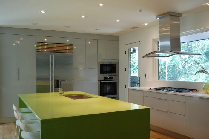 کابینت ترکیب رنگ سفید- سبز- نقره ای