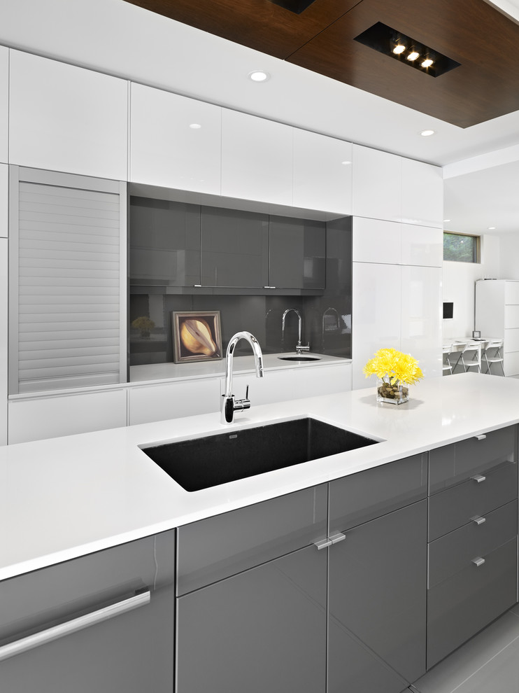 کابینت آشپزخانه های گلاس سفید نقره ای مدرن با طراحی قوی و زیبا