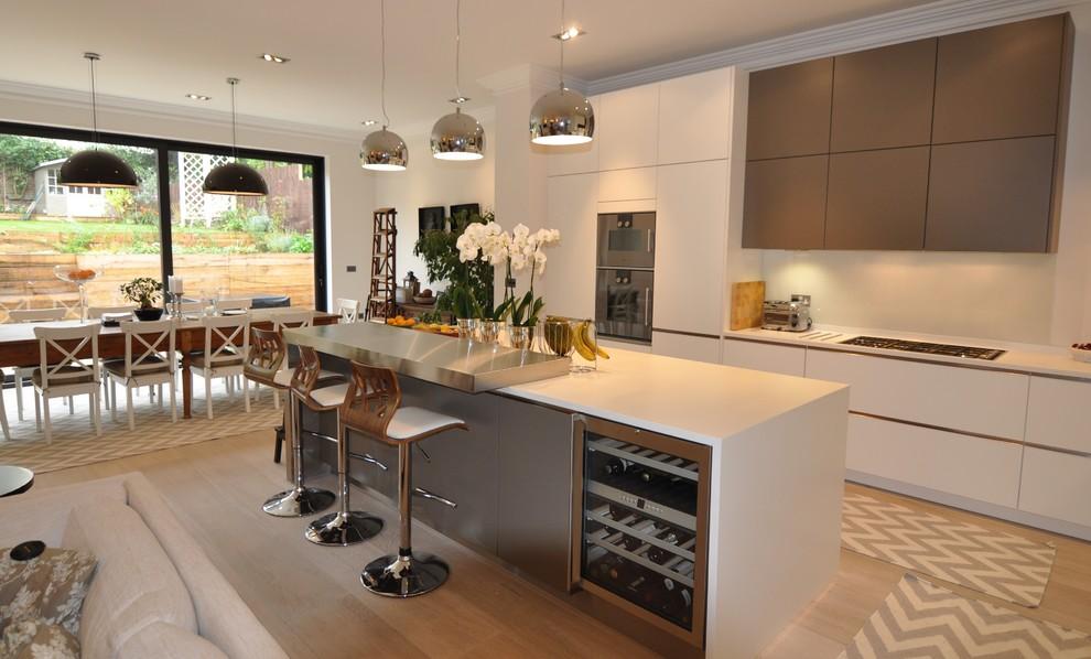 کابینت آشپزخانه های گلاس سفید نقره ای با طراحی مدرن و امروزی