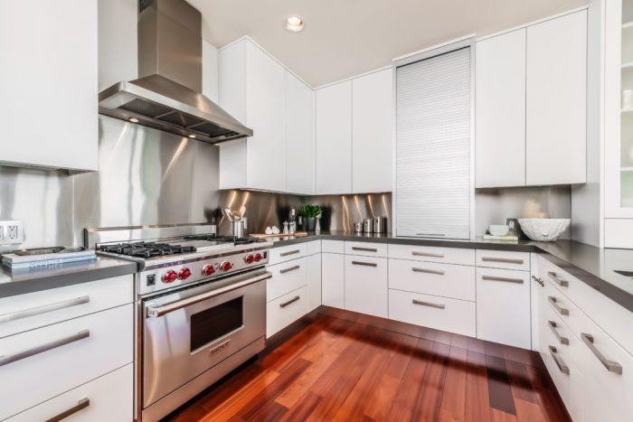 کابینت هایگلاس سفید برا آشپزخانه کوچک