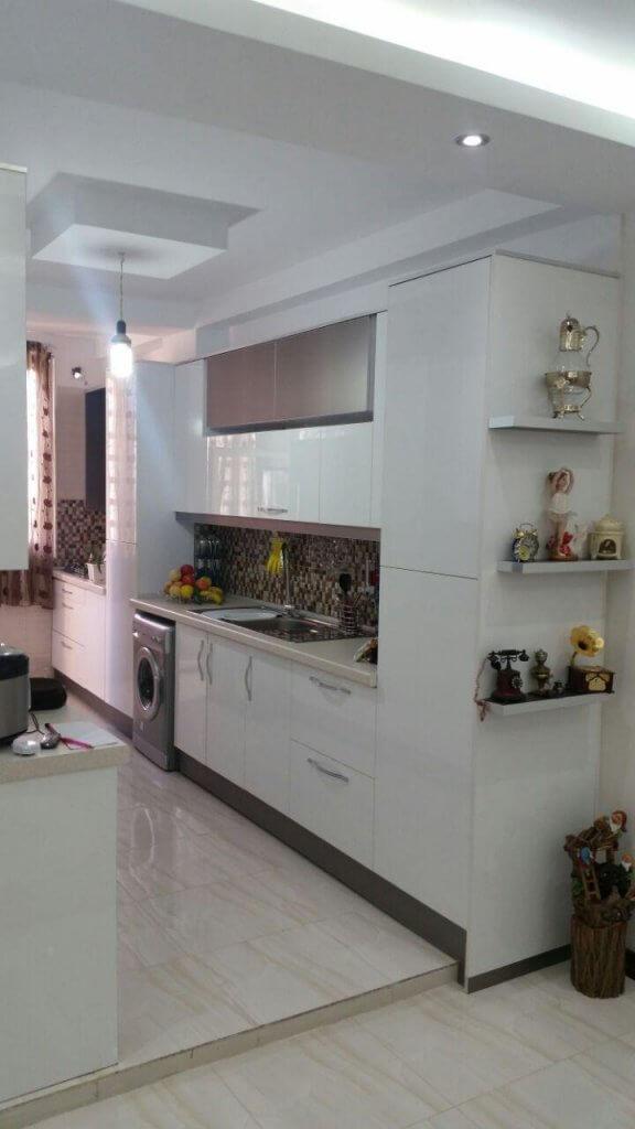 کابینت های گلاس سفید برای آشپزخانه کوچک