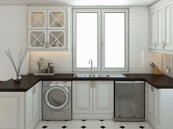 کابینت ممبران سفید در آشپزخانه ای روشن با پنجره های بزرگ