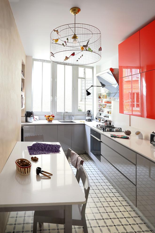 کابینت آشسپزخانه هیا گلاس قرمز و خاکستری