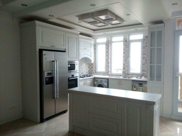 کابینت ممبران سفیدطرح کابینت آشپزخانه کلاسیک با اپن جزیره