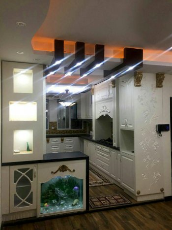 کابینت وکیوم سفید با سنگ کورین مشکی طراحی آشپزخانه ایرانی