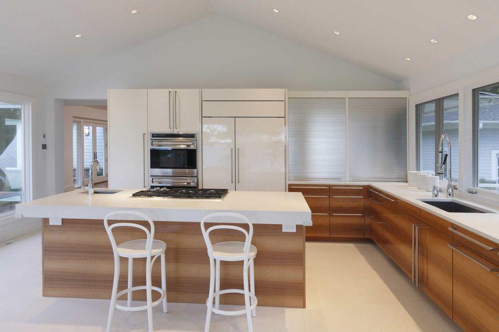 کابینت آشپزخانه مدرن ایرانی با ترکیب ام دی اف و هایگلاس