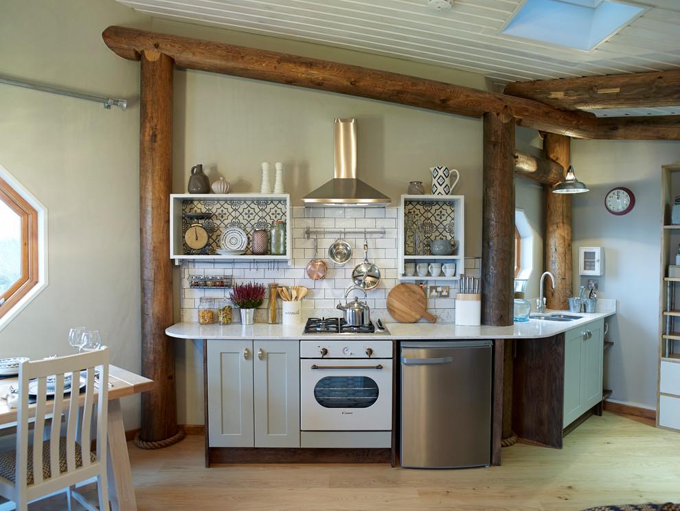 آشپزخانه بزرگ با طرح قوسی
