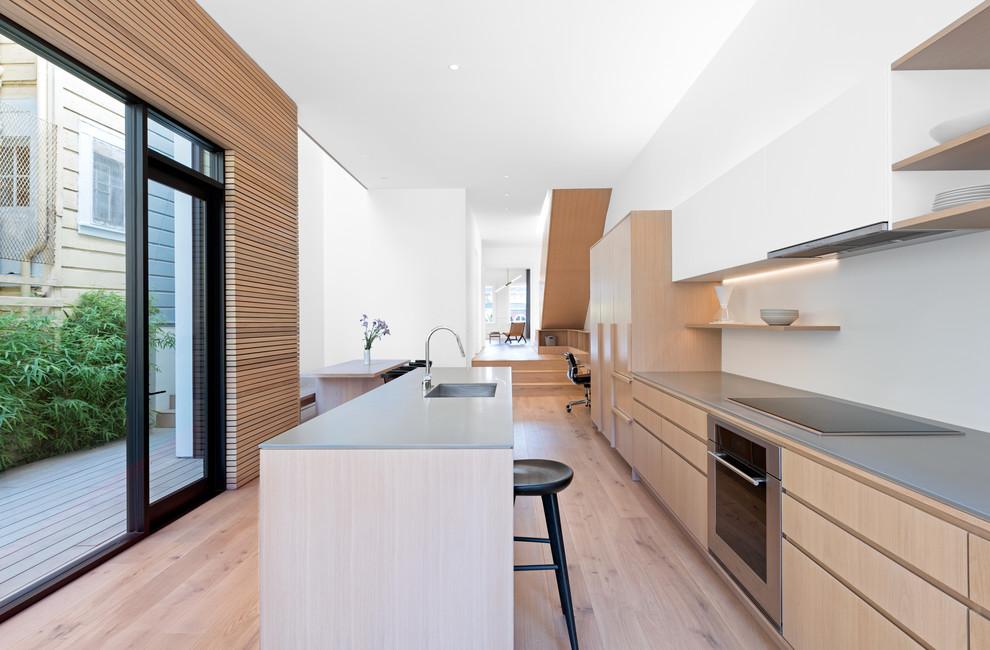 آشپزخانه مدرن- ترکیب رنگ سفید و قهوه ای روشن در کابینت ام دی اف مدرن