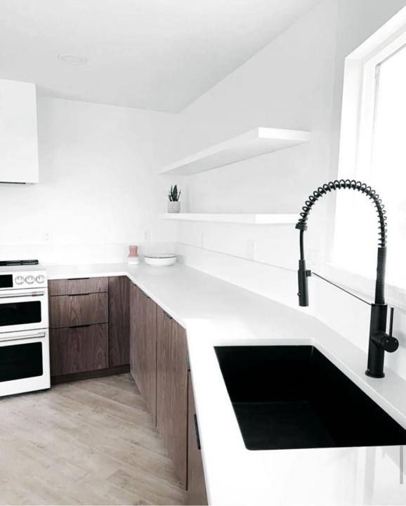 کابینت آشپزخانه ام دی اف قهوه ای ترکیب با سفید براق