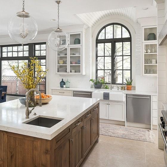 کابینت چوبی سفید آشپزخانه