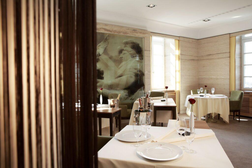 طراحی لاکچری رستوران داخلی (2)